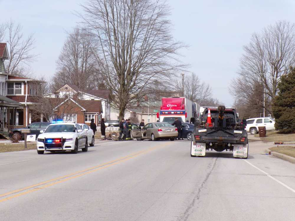 Three-vehicle crash closes Forest Avenue, near Forest Park