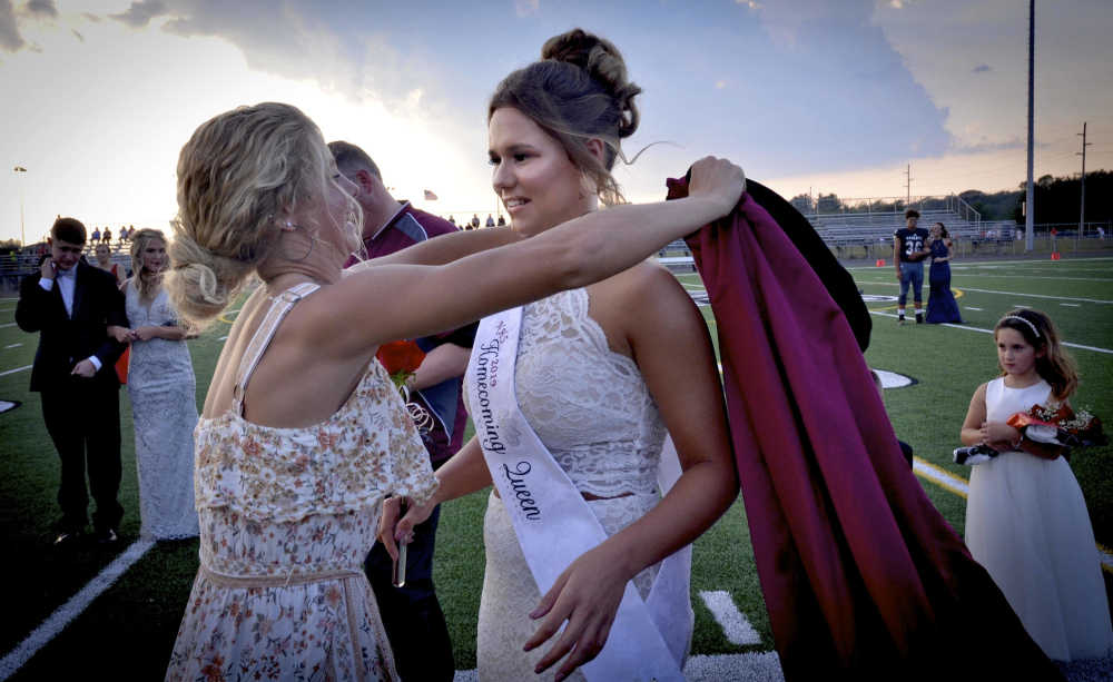 Kambree Lucas crowned Homecoming Queen